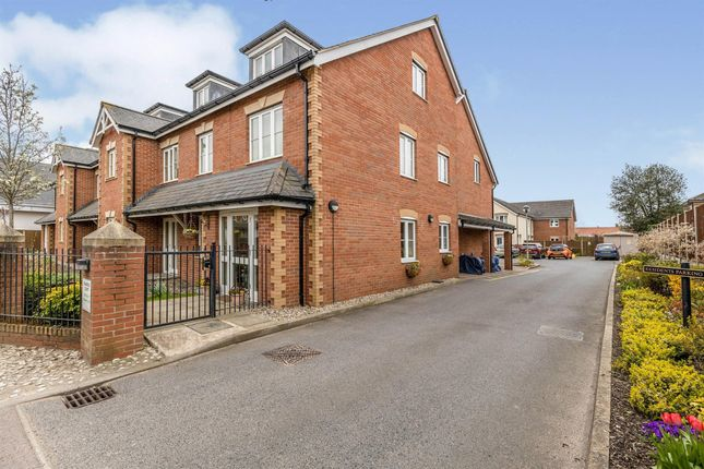 Thumbnail Flat to rent in Queens Road, Attleborough