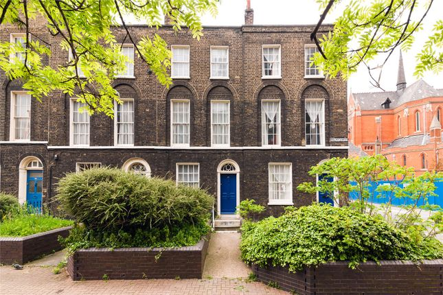 3 bed flat to rent in Philpot Street, Whitechapel, London