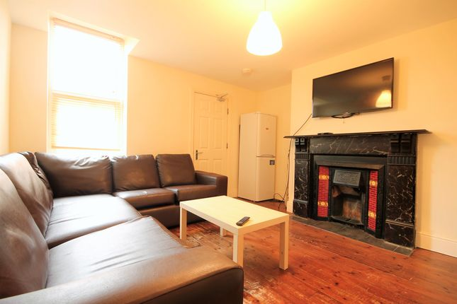6 bed maisonette to rent in Helmsley Road, Sandyford, Newcastle Upon Tyne