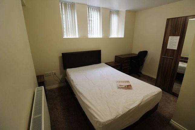Thumbnail Flat to rent in Victoria Road, Lockwood, Huddersfield