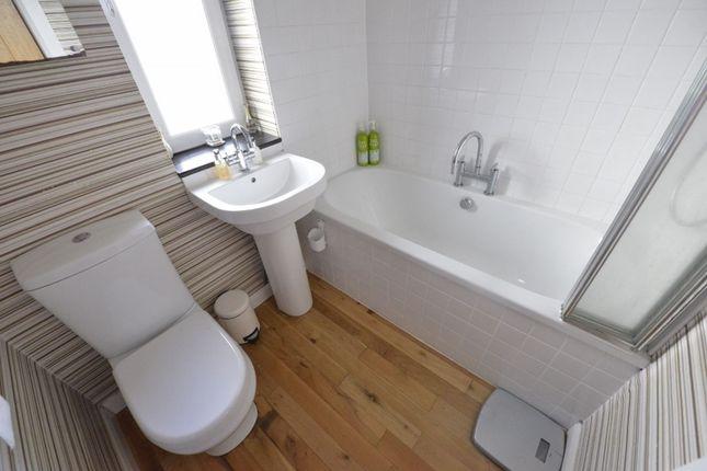 Bathroom of Queensberry Avenue, Glasgow G76
