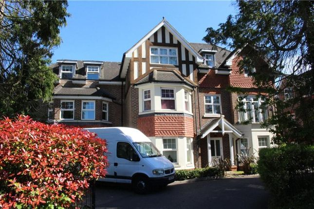 2 bed flat to rent in Pembroke Road, Woking