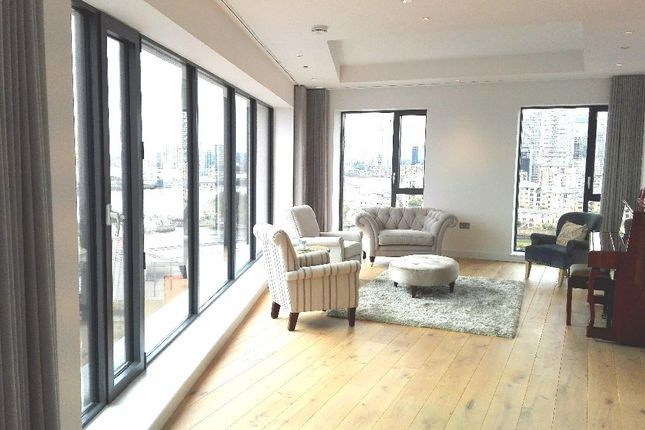 Thumbnail Flat for sale in Lighthouse Building, London City Island, London