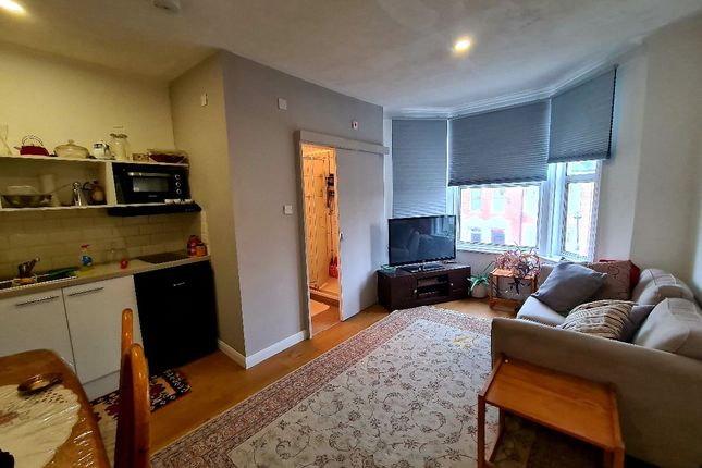 Thumbnail Flat to rent in Narcissus Road, West Hampstead