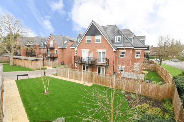 1 bed flat for sale in Greenwood Place, Hersham, Walton-On-Thames