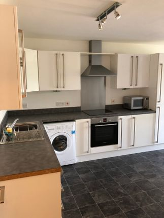 Thumbnail Flat to rent in Moldgreen, West Yorkshire
