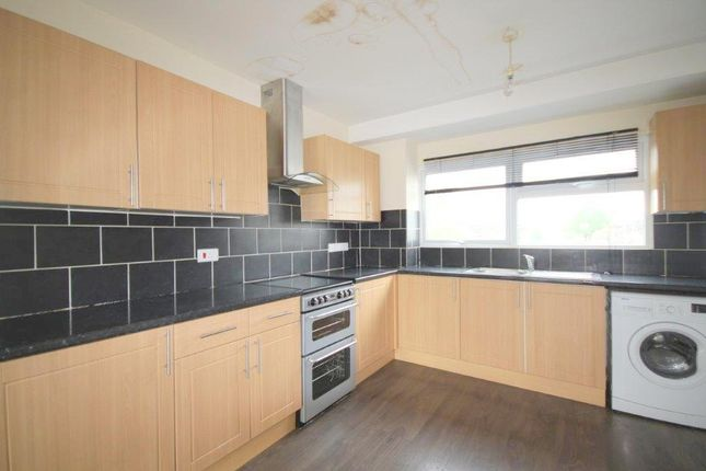 Thumbnail Maisonette to rent in Parlaunt Road, Langley, Slough