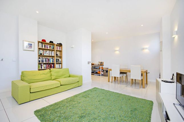 Thumbnail Flat to rent in Richmond Road, London Fields