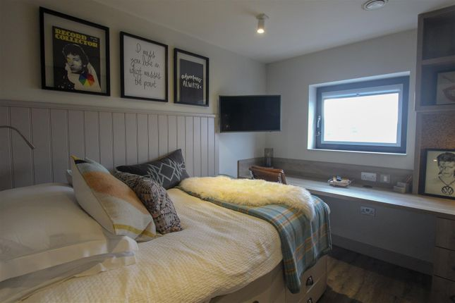 Thumbnail Property to rent in The Parade, Roath, Cardiff