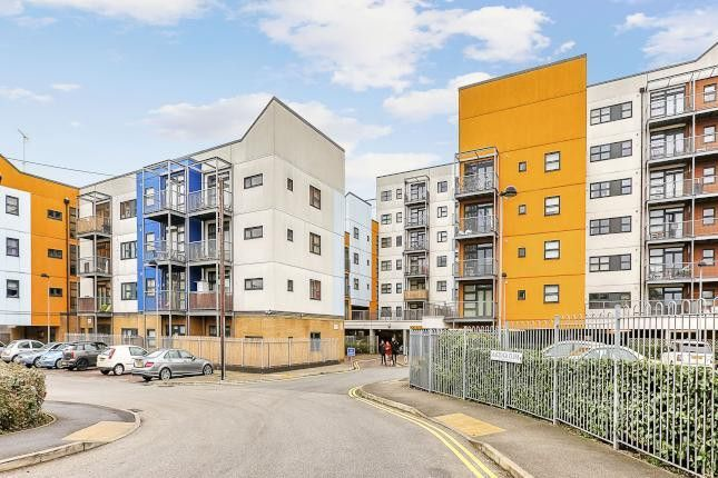 Thumbnail Flat for sale in Maltings Close, Bromley By Bow