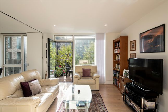 Thumbnail Flat for sale in West Row, London
