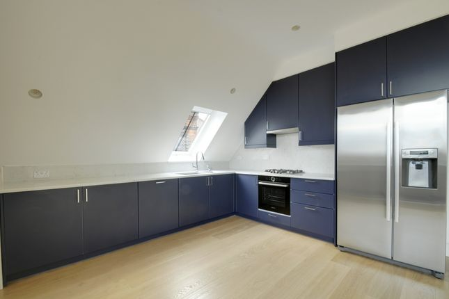 2 bed flat to rent in Elm Avenue, Ealing