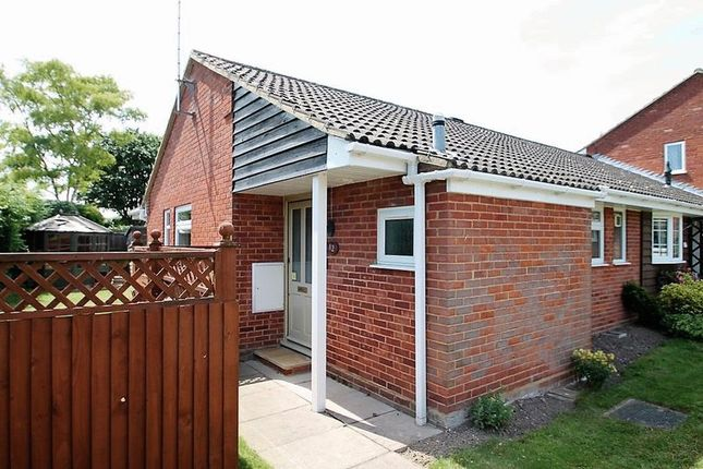 2 bed bungalow to rent in Brownlow Avenue, Edlesborough, Dunstable