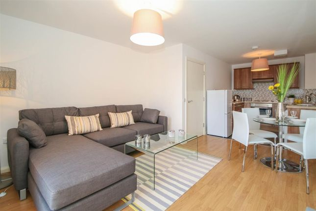 1 bed flat to rent in White Horse Street, London