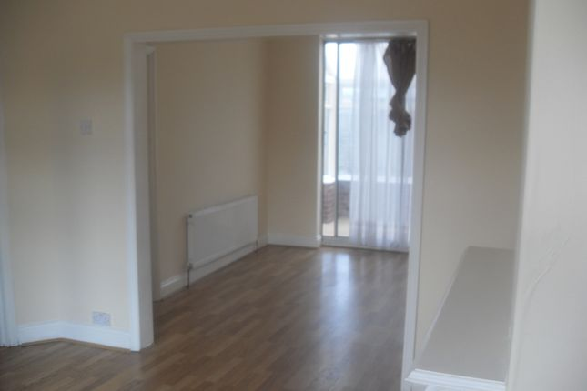 3 bed end terrace house to rent in Fencepiece Road, Hainault/Barkingside