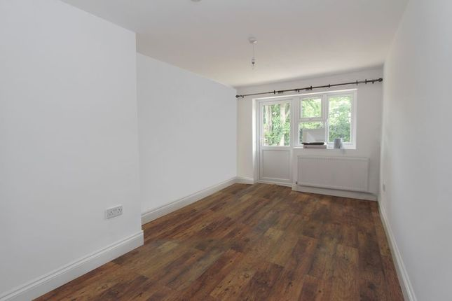 Room to rent in Wycombe Road, London