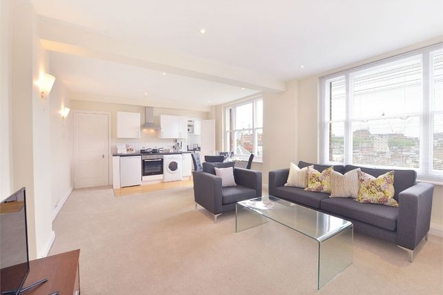 Thumbnail Flat to rent in 39 Hill Street, Mayfair, London