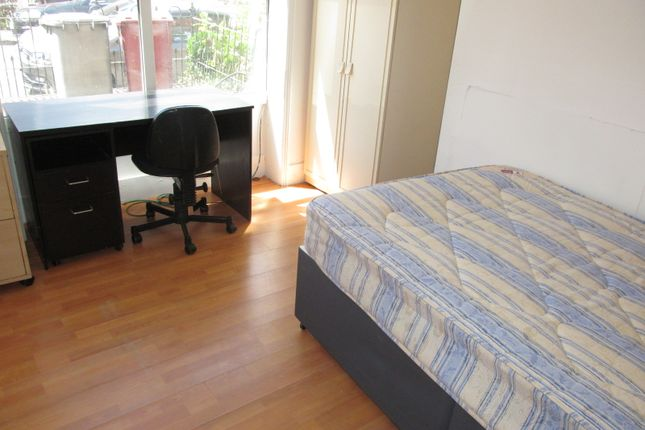 Thumbnail Terraced house to rent in Grange Avenue, Reading, East, University, Tvp, A329M
