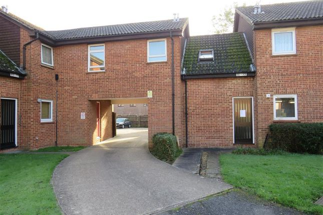 Studio to rent in Gassons Road, Snodland
