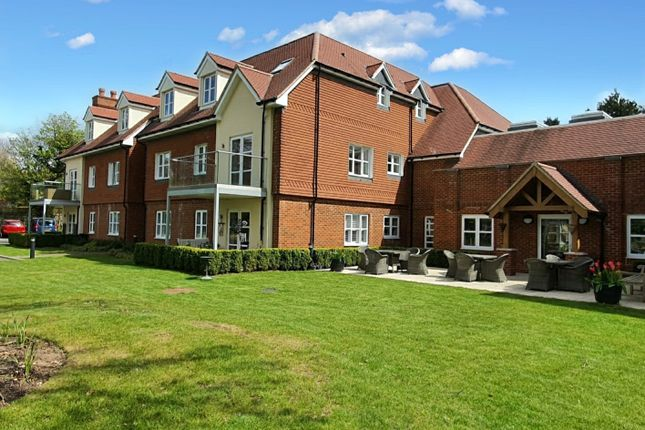 Thumbnail Flat for sale in Langton House, 126 Westhall Road, Warlingham, Surrey