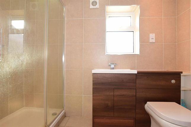 En-Suite of Goodwood Close, High Halstow, Rochester, Kent ME3