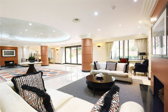 Lounge of Westfield, 15 Kidderpore Avenue, London NW3