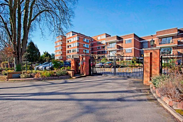 Thumbnail Flat for sale in Woodhurst South, Ray Mead Road, Maidenhead
