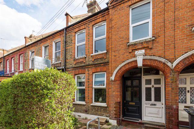 2 bed flat for sale in Winns Avenue, London E17