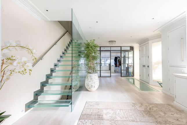 Thumbnail Semi-detached house for sale in Belmont Close, Clapham Old Town, London