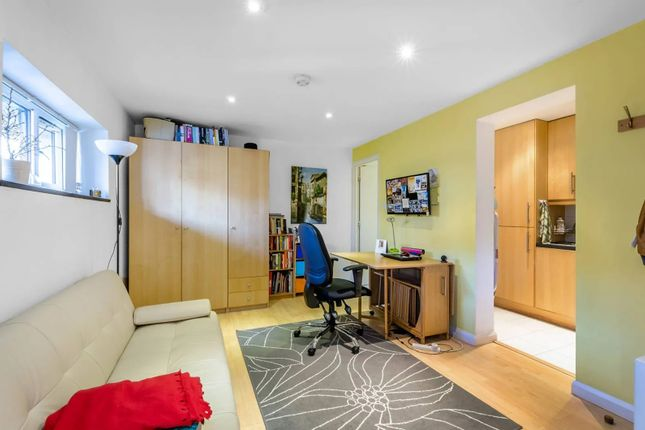 1 bed flat to rent in Lancaster Drive, Blackwall, London E14