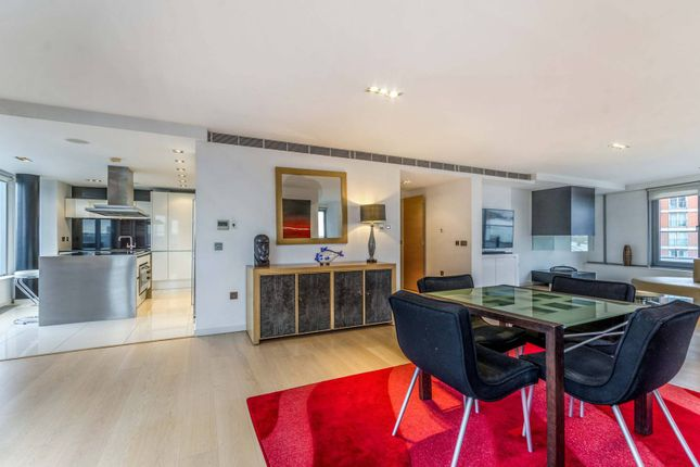 Flat to rent in New Providence Wharf, Canary Wharf, London