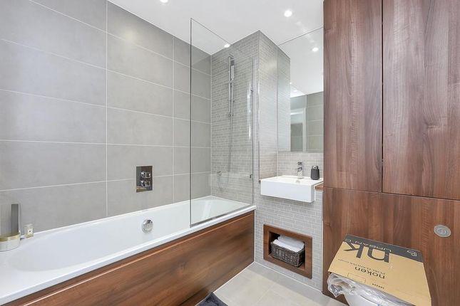 Bathroom of Woodberry Grove, London N4