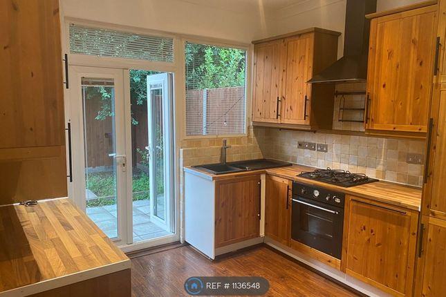 2 bed flat to rent in Carlyon Close, Wembley HA0