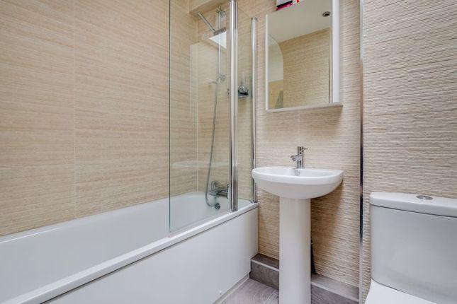 Bathroom of Levana Close, London SW19