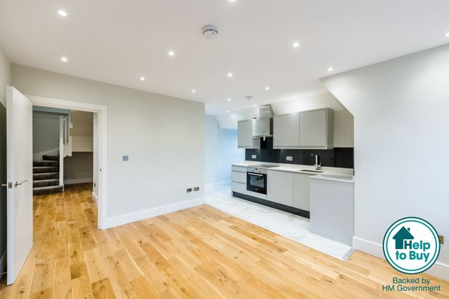 Thumbnail Flat for sale in Syresham Gardens, Haywards Heath