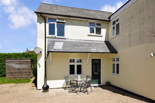 Thumbnail Flat for sale in Forest Road, Liss, Hampshire