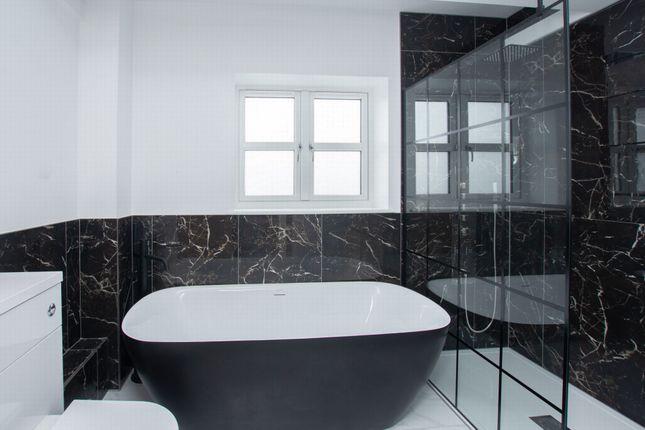 Bathroom of Wind Mill Close, Hawkinge CT18