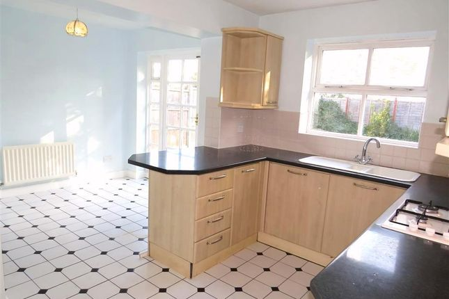 Thumbnail Property to rent in Clitherow Gardens, Crawley