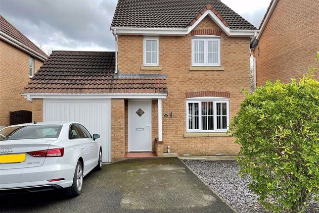 Thumbnail Detached house for sale in Parkedge Close, Leigh