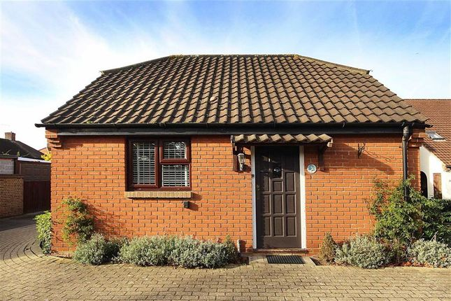 Thumbnail Bungalow to rent in Beaumont Place, Isleworth