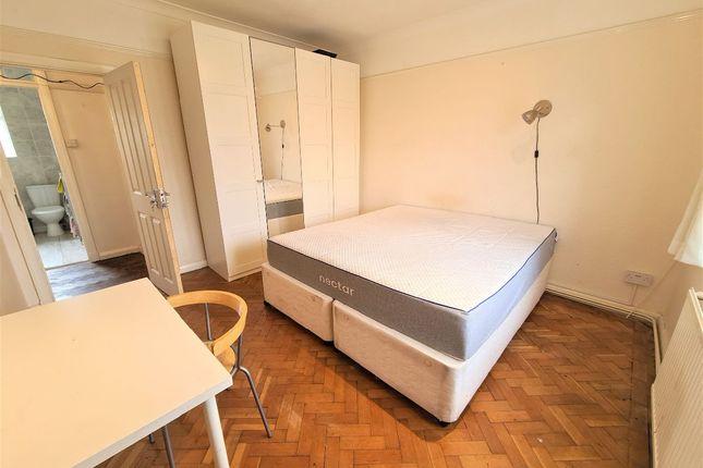 Thumbnail Room to rent in Grosvenor Court, Hale Lane, Edgware