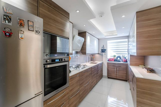 Thumbnail Semi-detached house for sale in Northpoint Close, Sutton