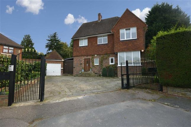 Thumbnail Detached house for sale in Fairgreen, Hadley Wood