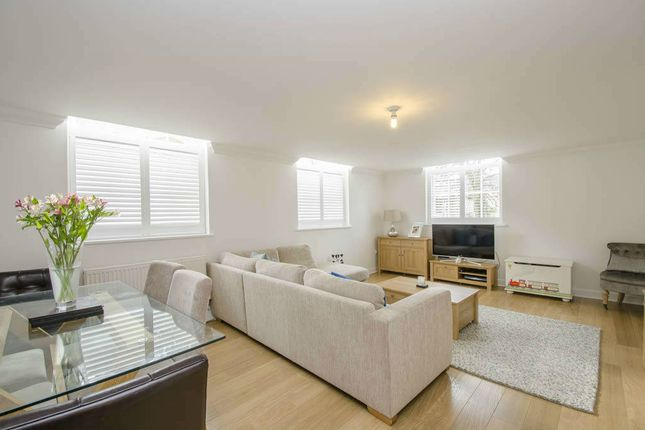 Thumbnail Flat for sale in Bedford Wing, Kingsley Avenue, Fairfield, Hitchin, Hertfordshire
