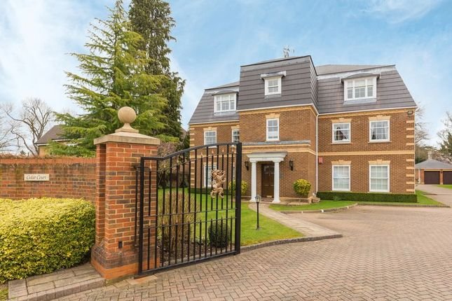 Thumbnail Flat for sale in Oval Way, Gerrards Cross