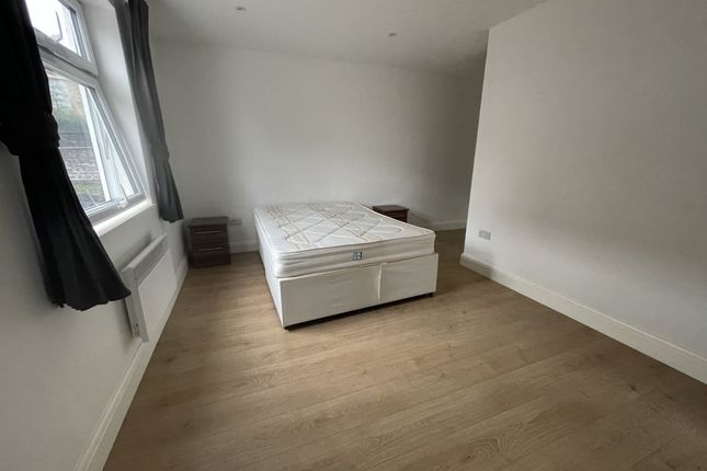 Thumbnail Flat to rent in Balmes Road, London