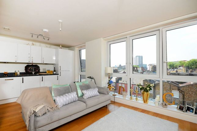 Thumbnail Flat to rent in Goswell Road, Angel, London