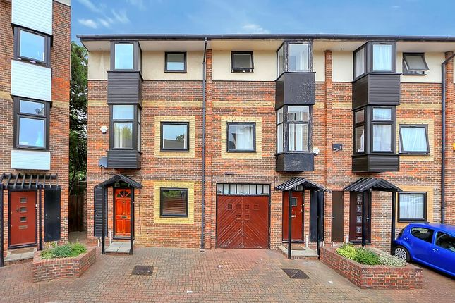 5 bed town house to rent in Barnsfield Place, Island Gardens / Greenwich E14