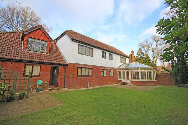 Thumbnail Detached house to rent in Warren Lodge Drive, Kingswood, Tadworth