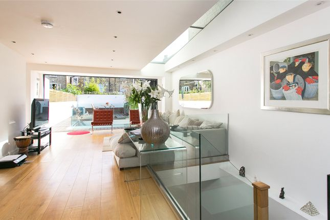 Thumbnail Terraced house for sale in Sisters Avenue, London